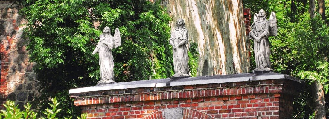 Lunow, Eingangsportal Friedhof