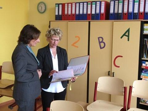 Ministerin Ernst und Schulleiterin von Cysewski